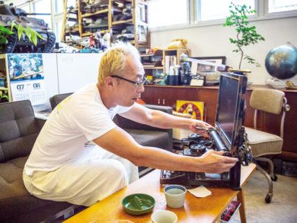 『世田谷ベースのデスクトップ事情』タイプライターにセットするのは紙じゃ無くてモニターの時代?
