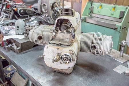 見事に錆びたエンジンをボルト一本まで分解する! / BMW R75/6 カスタムプロジェクト Vol.4