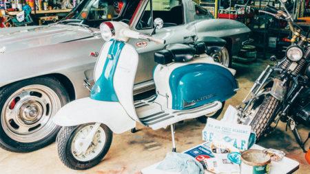 【所さんのDIYカスタム】ビンテージバイクのエンブレムでベンツSLSを大胆カスタム!オリジナルソング『みようみまね』はDIYの心得。