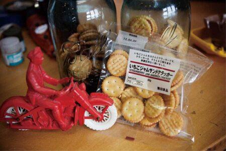 机の上に常備必須 所さんお気に入りのお菓子たち