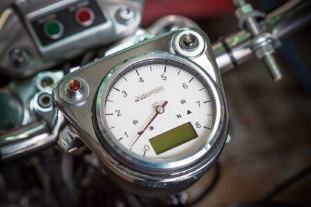 モトガジェットのタコメーターをインストールして 快適な回転数を目視しよう!!
